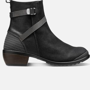 KEEN Morisson Mid boots with buckle
